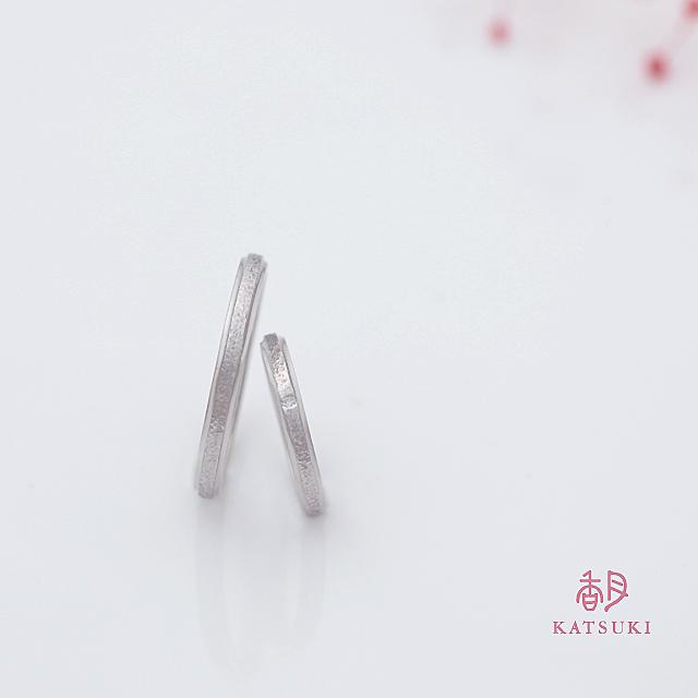 和紙の質感を施す結婚指輪【アンディマンシェ】