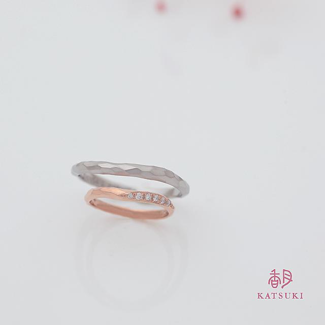 面取りとダイヤモンドの輝きが調和する結婚指輪【ウルー】&【アヴェク・トワ】