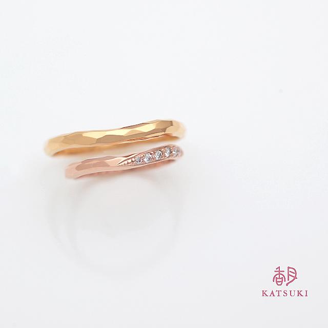 面取りとダイヤモンドを組み合わせた結婚指輪【アヴェク・トワ】