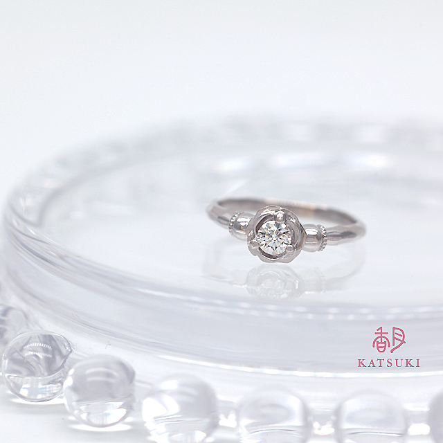 甘さと重厚感がうまく相まった婚約指輪【ローズ・メイユール】