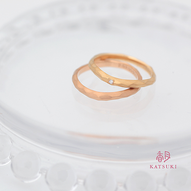 ゆらゆら揺れるシルエットが個性的な結婚指輪【ウルー】
