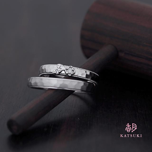 一輪のバラにダイヤモンドが煌めく結婚指輪【フルオーダー】