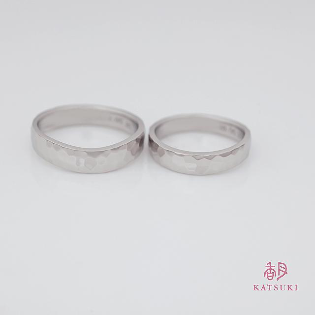 プラチナの重厚感溢れる結婚指輪【ラルム】