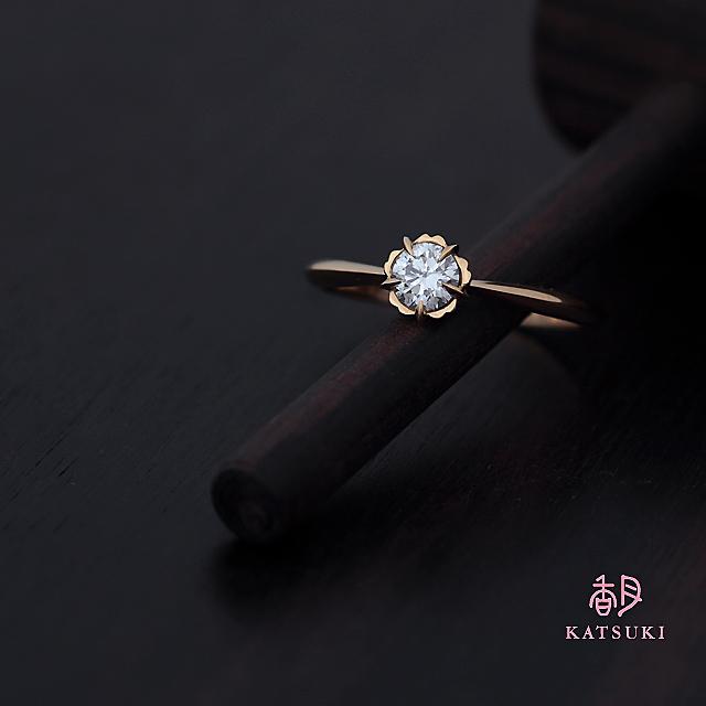 5本爪アシンメトリーの婚約指輪【フルーリ】