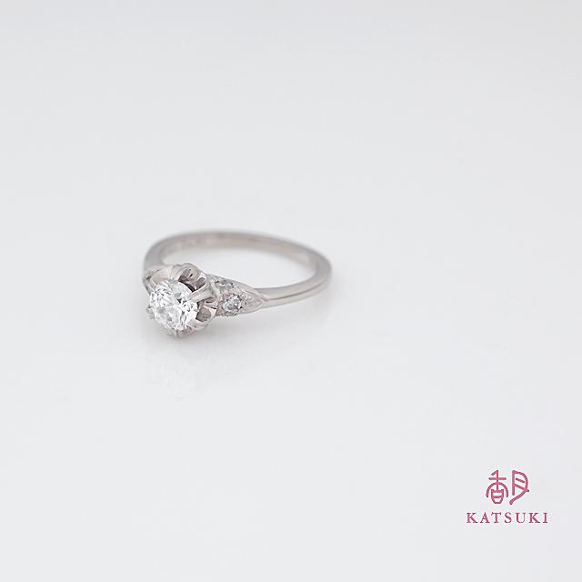 ご両親のダイヤモンドをあしらった婚約指輪<リフォーム>