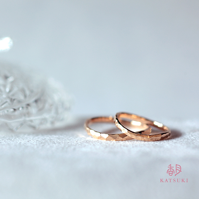 Sラインに面取りを施した結婚指輪【エタンセル】