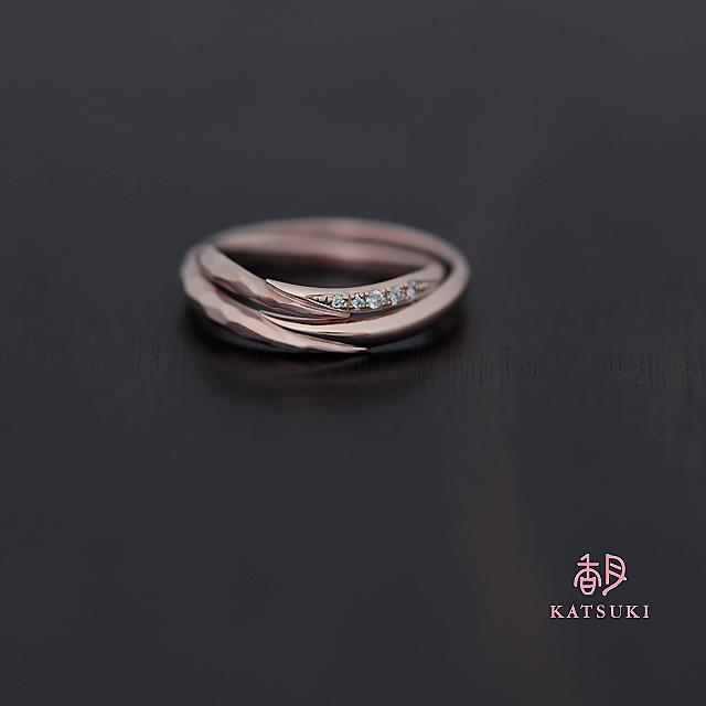 ピンクゴールドにダイヤモンドが輝く結婚指輪【メテオール・ベル】