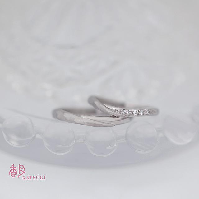 ハーフハーフの結婚指輪【メテオール】&【メテオール・ベル】