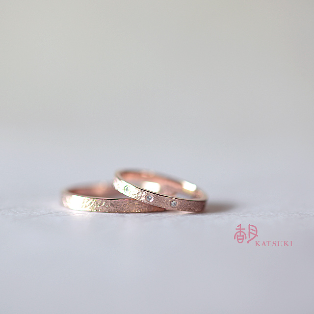 和紙の質感をイメージしたピンクゴールドの結婚指輪【ル・ポン'20】